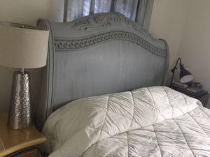 Wood queen bed and queen mattress for Sale in Fort Pierce, FL