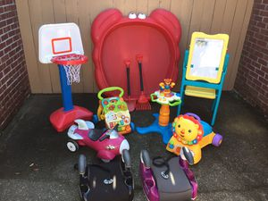 Lot Toys and two car seats for Sale in Jacksonville, FL