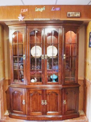 Hutch and buffet nd dining room table 6 chairs 3leves for Sale in North Ridgeville, OH