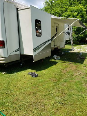 2004 Glendale Titanium 5th Wheel for Sale in Ona, WV