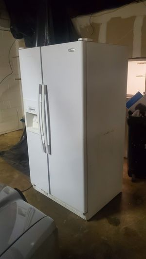 Free... Whirlpool side x side refrigerator NOT WORKING for Sale in Glendale, AZ