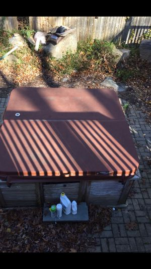 Hot tub cover 6x 6.4 for Sale in Clinton, CT