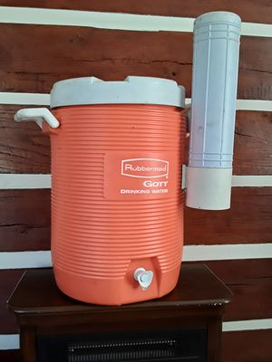 Rubbermaid drinking water,tea ect.. container for Sale in GOODLETTSVLLE, TN