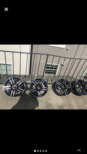 "16"" Universal Lug Patter Chrome and Black Rims. for Sale in Atlanta, GA"