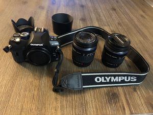Like New • Olympus E-450 Digital Camera with 2 lenses and camera case for Sale in Covina, CA