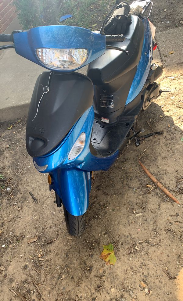 50 blu moped