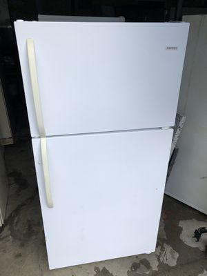 Tappan White 16.0 cu ft fridge/freezer for Sale in Bonney Lake, WA
