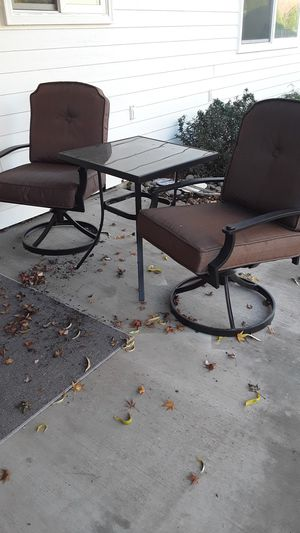 Outdoor chairs and table set for Sale in Woodburn, OR