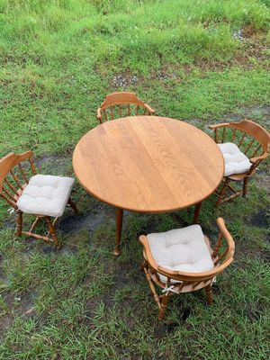 Kitchen table with leaf/6 chairs with cushions for Sale in Wilton Manors, FL
