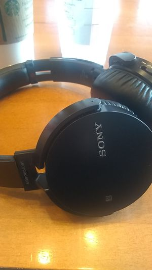 Great condition Sony wireless Bluetooth comes with charger only 25 paid almost 100 fairly new for Sale in Seattle, WA