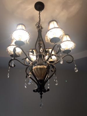 Hanging ceiling chandelier lamp light fixture for Sale in Miami Gardens, FL