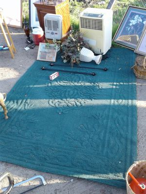 Green rug for Sale in Fresno, CA