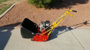 3.5hp McLane lawn mower with holder for Sale in Phoenix, AZ