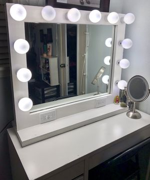 MAKEUP VANITY MIRROR 24x30 (DIMMER AND OUTLET) for Sale in Houston, TX