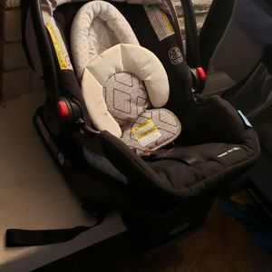 Graco Newborn Carseat for Sale in Chula Vista, CA