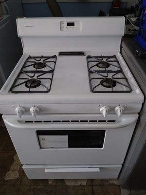 Frigidaire Gas Stove for Sale in Las Vegas, NV