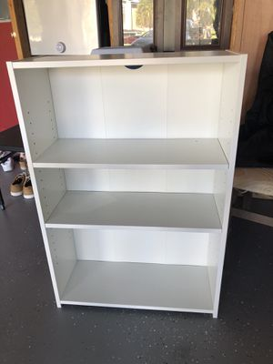 Small White bookcase for Sale in Orlando, FL