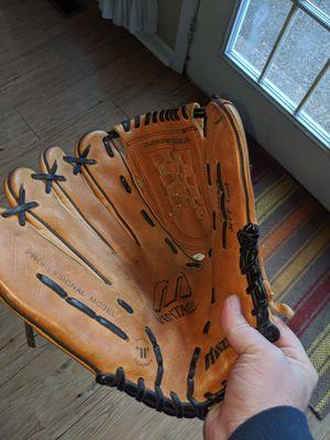 Mizuno fielder's glove for Sale in Petersburg, TN