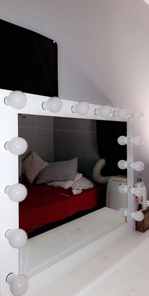 Vanity white mirror for Sale in Bell Gardens, CA