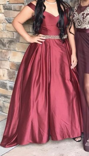 Burgundy Prom Dress With Gold Waistband for Sale in Sanford, FL
