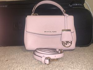 Michael Kors crossbody for Sale in Victoria, TX