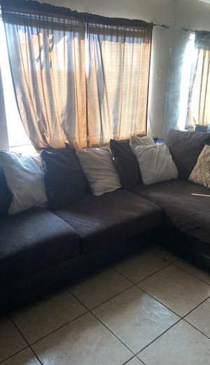 Big sectional couch for Sale in San Jacinto, CA