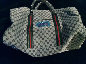 Nice duffle bag for Sale in Baltimore, MD