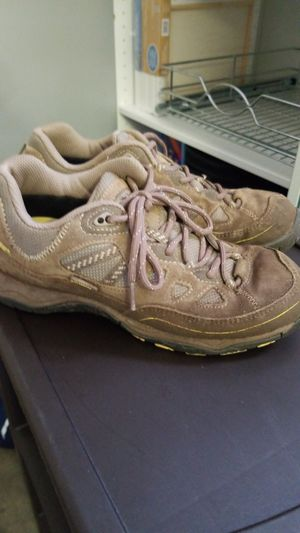 Hiking shoes FREE for Sale in Affton, MO