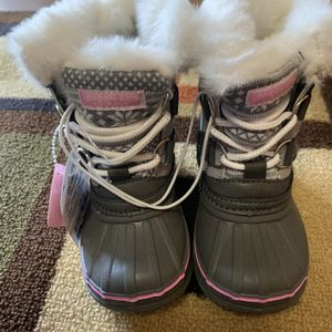 Snow Boots Size 6 For Toddler for Sale in Castro Valley, CA