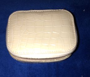 NWOT WHITE LEATHER SNAKESKIN ZIP AROUND JEWELRY HOLDER for Sale in Denver,  CO