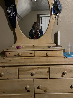 Dresser With Matching Single Bed Head Board And Footboard for Sale in Cleveland,  OH
