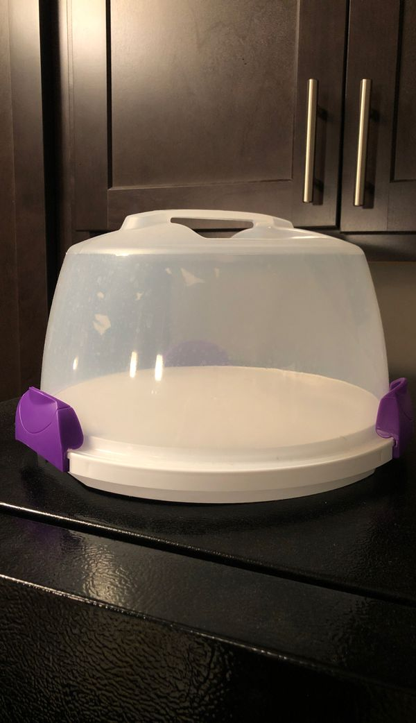 Portable cake carrier