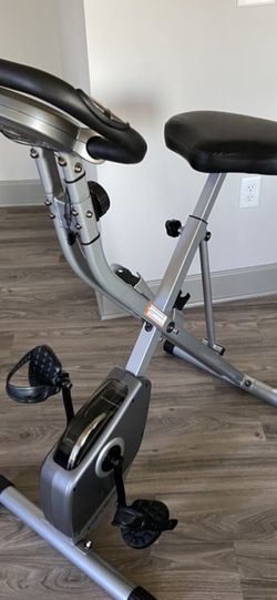HOME TRAINER BRAND NEW MAX 300 lbs. Pick Up: 44102. for Sale in Cuyahoga Heights,  OH