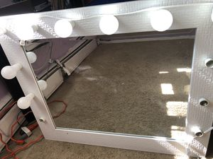 Makeup vanity mirror for Sale in Chicago, IL