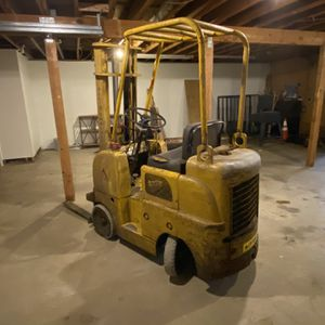 Allie Chalmers Forklift for Sale in Tacoma, WA