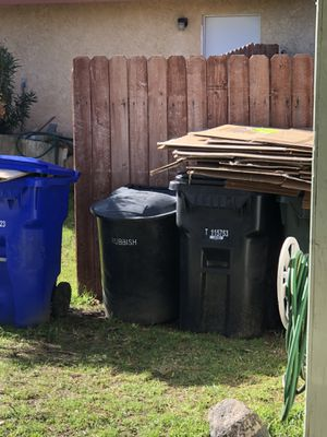 Free moving boxes. Clean Smoke free. No bugs. Need gone now for Sale in Rialto, CA
