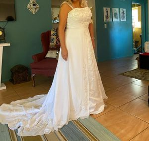 New David's Bridal Wedding Gown Dress 10 / 12 for Sale in Bartow, FL