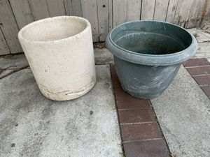 Two large flower pots for Sale in Cerritos, CA