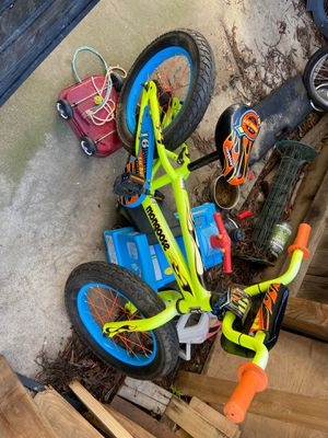Kids bike with training wheels for Sale in Fresno, CA