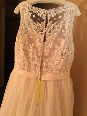Allure Bridals Asbsolutely Stunning Wedding Dress Size 18 for Sale in Allentown, PA