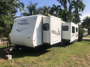 Rv trailer 30 pies año 2005 786:327:1327 for Sale in Hialeah, FL