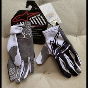 $28 FIRM PRICE! New kids Alpinestars riding gloves. for Sale in Chino Hills, CA
