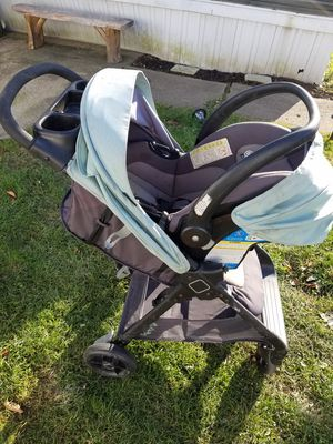 Car seat and stroller for Sale in Garrettsville, OH