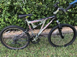 "Mongoose 26"" XR 200 Aluminum Frame Mountain Bike Bicycle 21 speed for Sale in West Palm Beach, FL"