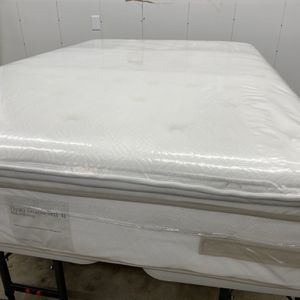 Full Mattress 🟣 SEALY Posterpedic Pillotop XL 🟣 Like New With Free Box Springs/ Available For Delivery Extra Charge for Sale in Auburn, WA