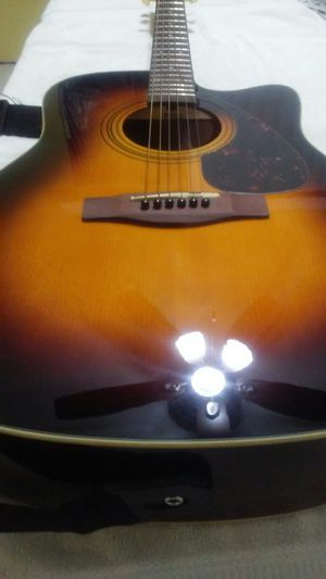 Yamaha electric acoustic guitar for Sale in Chicago, IL