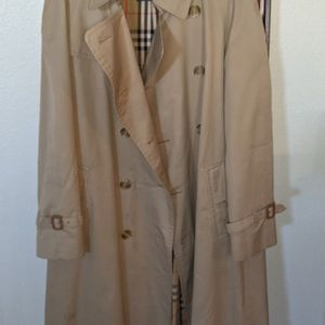 Burberry Trench Coat for Sale in Henderson, NV