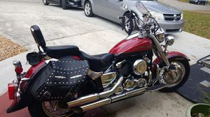Motorcycle Yamaha V-Star 650 Classic 2001 for Sale in St. Petersburg, FL