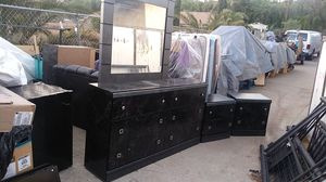 4 piece bedroom set for Sale in Riverside, CA