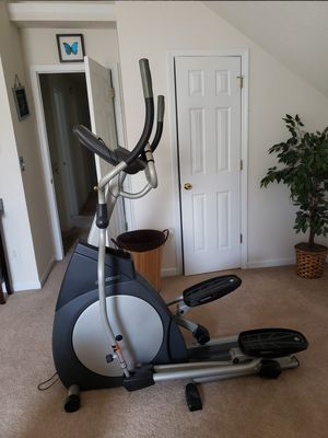 Horizon Smooth Stride Elliptical with Music Connector! for Sale in Decatur, GA